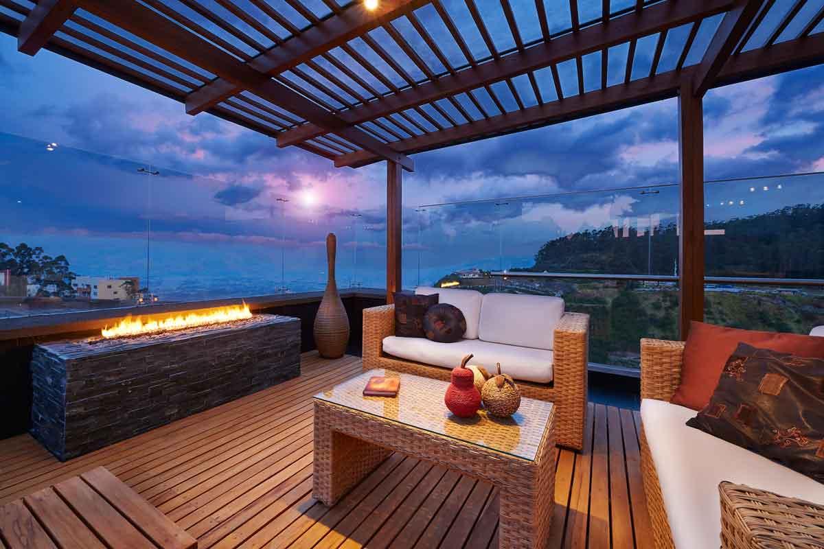 luxe huisje aan zee in de avond